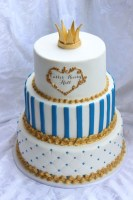 extraordinary-3-levels-baby-shower-cake-for-boy-with-gold-colored-fondant-crown-topper